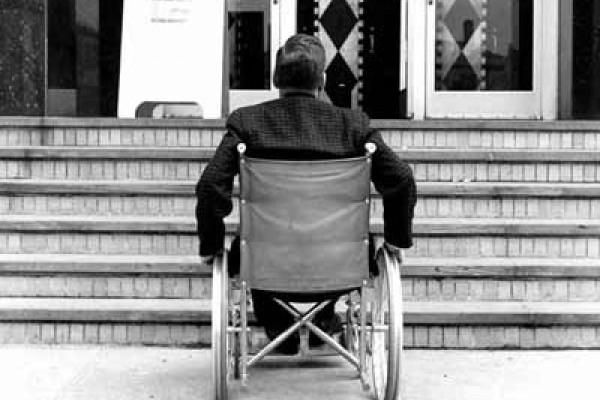 «Вы объясните ребенку-инвалиду, что он должен потерпеть и подождать, дома посидеть пока...»