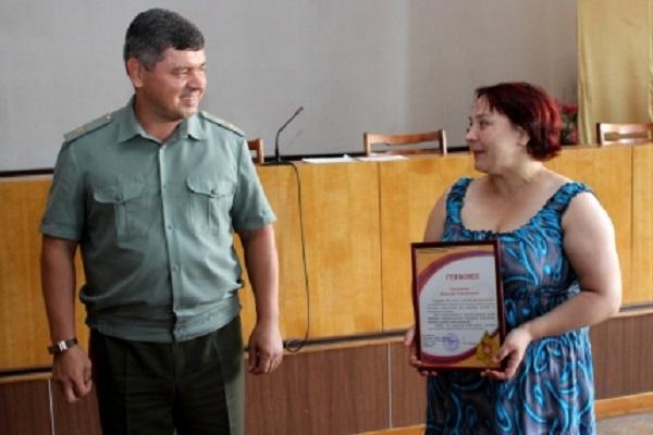Жительницу Чувашии наградили заспасение человека изгорящей избы
