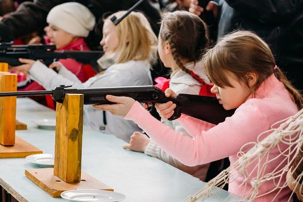 ВЧебоксарском районе Чувашии школьница ранила пятиклассника изпневматической винтовки