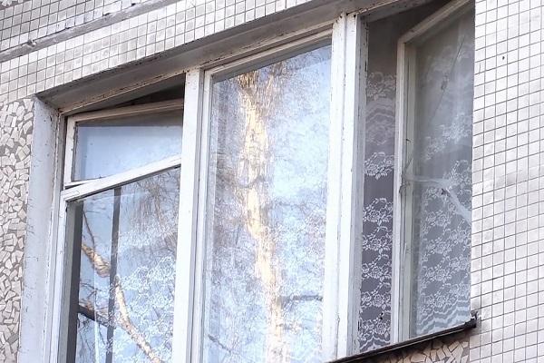 ВНовочебоксарске с9 этажа выпала женщина, которая путала дверь сокном