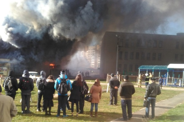 Неменее 400 воспитанников школы №63 эвакуировали из-за пожара наскладе вАльгешево