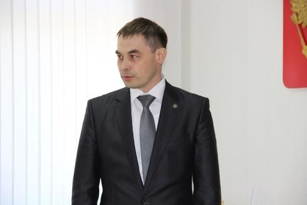 Экс-глава чувашской службы занятости населения обвиняется вполучении взяток откоммерсантов
