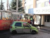 В Чебоксарах троллейбус врезался в здание Росстандарта