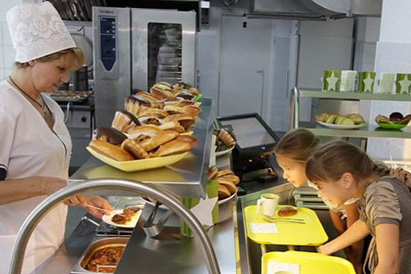 Заведующую столовой чебоксарской школы №43 ожидает увольнение