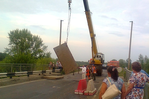 ВПорецком районе Чувашии обвалился мост через Суру