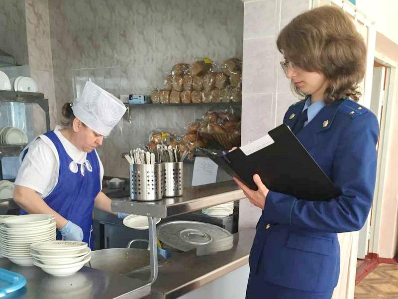Роспортребнадзор обнаружил нарушения в организации питания в гимназии Петербурга